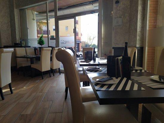 Excelente gastronomía, local muy limpio y personal muy amable.