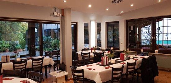 """Das Restaurant Vier Burgen wird seit kurzem unter dem Namen """"il gusto italiano"""" geführt. Es gibt Fisch, Fleisch, Pasta und Pizza auch zum mitnehmen."""