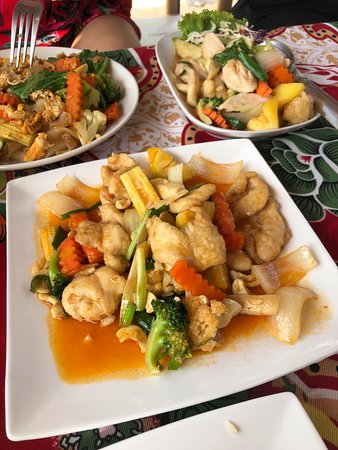 Fried chicken with cashew nuts