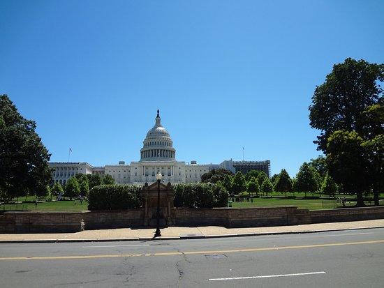 Inicio do National Mall olhando para o Capitolio
