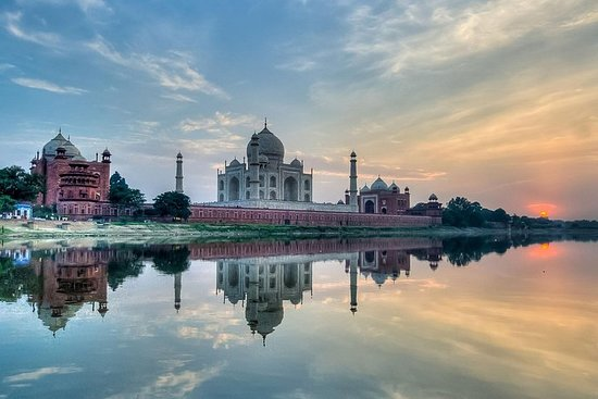 Full-Day Private Tour in Agra with...