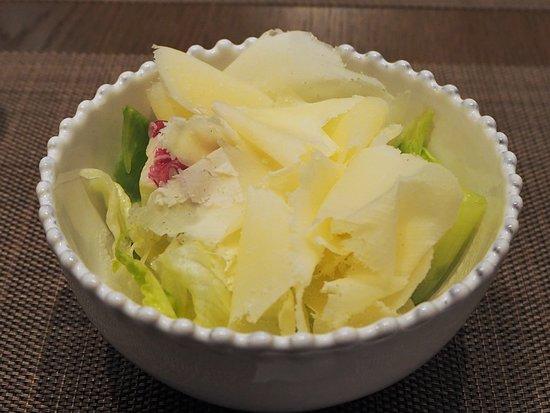 ディナーB(削りたてロディジャーノチーズと国産レタスのサラダ)