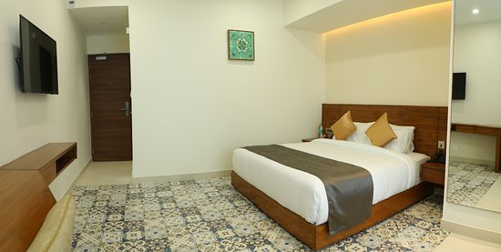 Deluxe Room View Spacious area fit up in a very silent location, each rooms are as neat clean and tidy as such we provide you wider range of spreads in buffet complimentary breakfast and the amenities which we provides are healthy compact, room with Centralized A/C, non smoking and we have a separate smoke zone guest laundry a multi cousin In House Restaurant serves you a tasty food which you have as healthy and tasty as in home style.