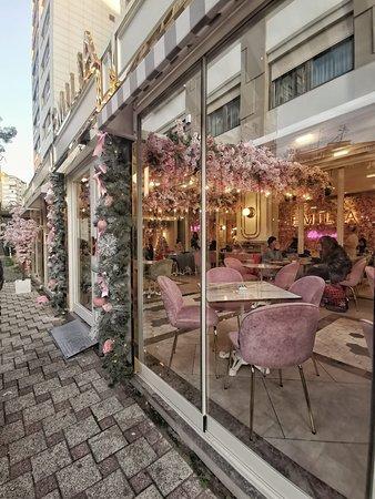 Amazing Cafe