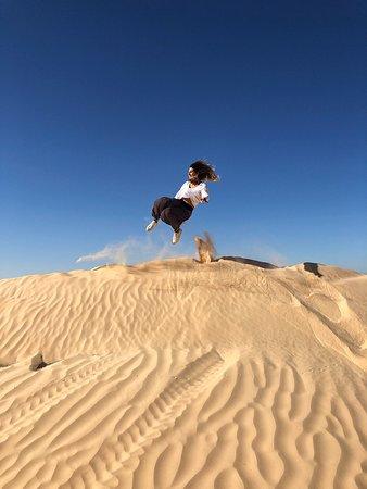 Il nostro viaggio in Tunisia è stato davvero bello è durato 6 giorni, non avevamo un itinerario ben preciso, ci hanno consigliato di chiamare SAHBI una guida poliglotta con taxi Touristique davvero preparato (tra le foto il suo contatto) che ci ha fatto fare TUTTO: Kairouan  Matmata KsarGhilane (deserto sahariano) Douz Chott El Jerid Tozeur Onk  Ejmel (set di star Wars) Chebika Tamarza Mides Susa Cartagine (rovine e terme di San Antonino)  Sidi Bou Said (città blu) Giudicate pure dalle foto.