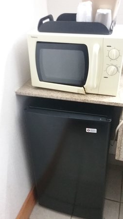 Not sure the microwave worked, but should probably be replaced!