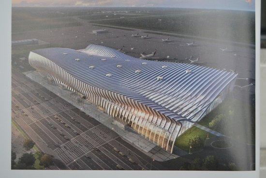 """Simferopol International Airport: """"Крымская волна"""" хорошо просматривается с большой высоты, оба фасада - как со стороны привокзальной площади, так и со стороны перрона - криволинейные во всех плоскостях."""