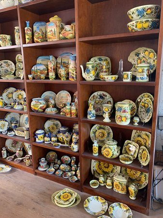 How to make handmade Tuscan Ceramic: a course with a master potter in Montelupo: In the shop