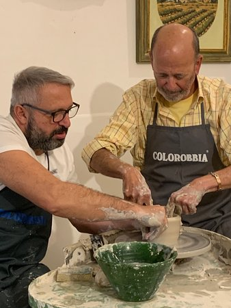 How to make handmade Tuscan Ceramic: a course with a master potter in Montelupo: Working with Salvatore