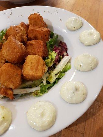 Bocaditos de Merluza en capa de lechuga y salsa Ali Oli en el menú del día