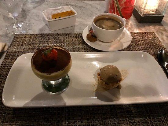 ディナー後のデザートティラミスが美味しかった。