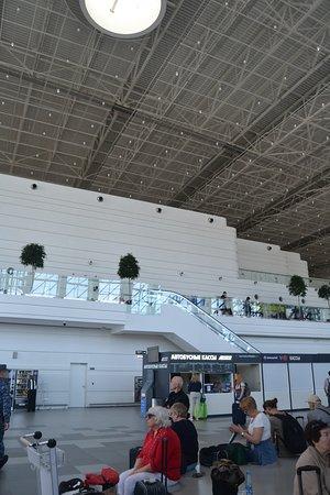 Simferopol International Airport: Зона прибытия внутренних рейсов,  зоны ожидания на двух ярусах, автобусные кассы, вендинговые аппараты и т.п.