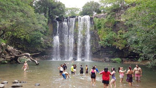 Una delle bellissime Cascate nel paesaggio della regione del Guanacaste