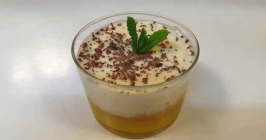 Mousse de chocolate blanco y crema de mango