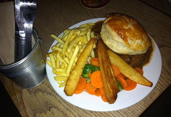 The Glenavon: Frozen steak and ale pie, frozen chips and parsnips and boiled veg