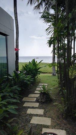 Wejście z plaży do domku.