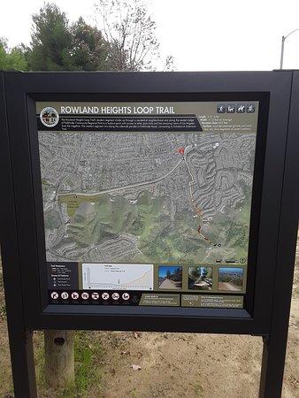 Rowland Heights, קליפורניה: A hiking trail in the Pathfinder Community Regional Park program (newly installed).