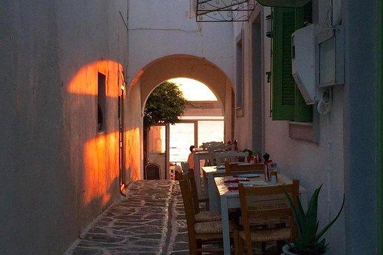Vakker solnedgangs fotvandring på Paros