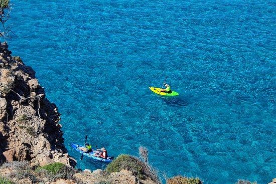 Kayaking Tour to the secrets of Milos