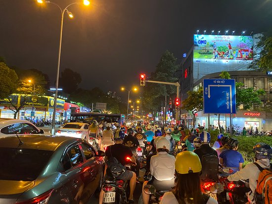 Valokuva: Evening Food Tour with Girl Power Riders in Ho Chi Minh City | Kiss Tours