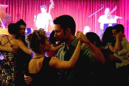 Tango Immersion: Class, milonga and tour