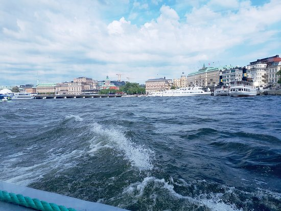Tukholma, Ruotsi: Stockholm, boating on the banks of the city