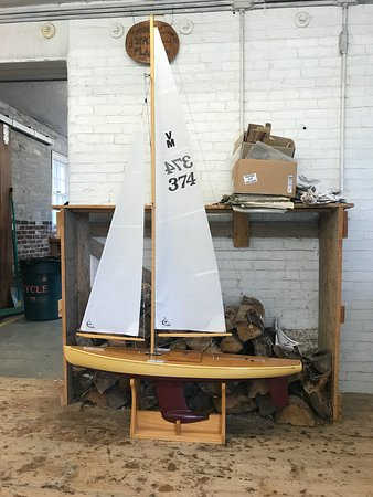 Brooklin, ME : Completed model pond yacht.