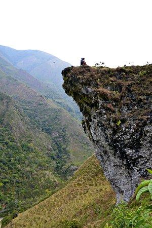 Balcón del amor y de la amistad en Pozuzo, Visiten y elijan el Tours de Ecotours Pozuzo - Perú, en Avenida los colonos 430, en mismo Pozuzo. Llamadas al 977147747 y 932298131. Dios les bendiga infinitamente y por siempre.
