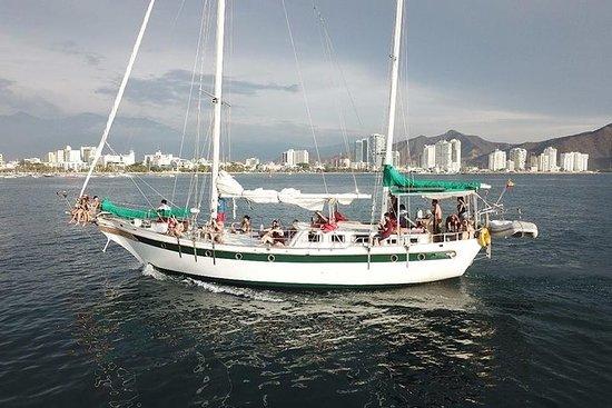 泰罗纳湾帆船之旅