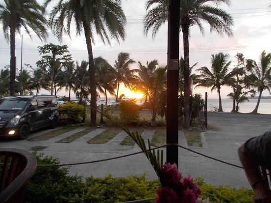 Sitar Indian & Thai Restaurant: Sun setting from the veranda at Sitar restaurant