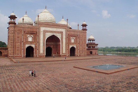 Day Trip to Agra (Guided Sightseeing...