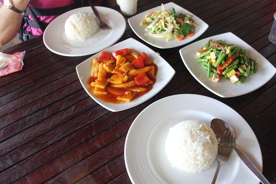 Aweful vegetarian food in Coral Island