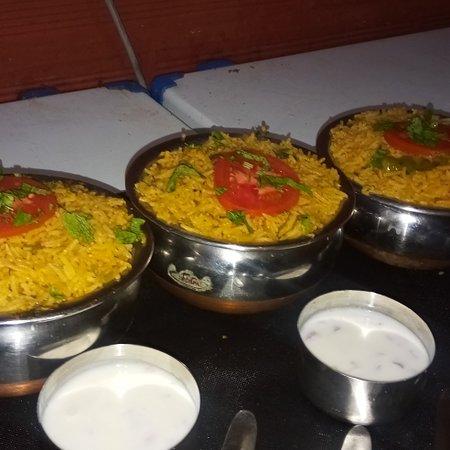 Pollibetta, India: Yummy Chicken Biryani of Hotel Chef  Knife..