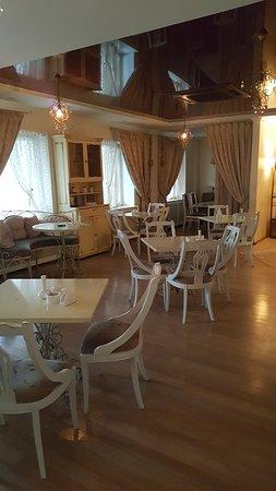Τιουμέν, Ρωσία: Красивое уютная кафе