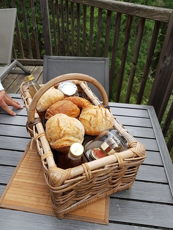 Puygaillard-de-Quercy, Франция: Panier petit déjeuner copieux