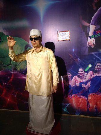 MGR's statue