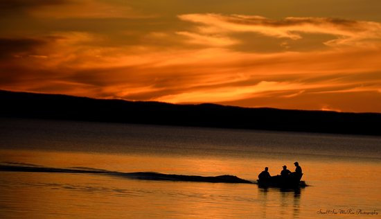 Golden Lake, Kanada: Gorgeous view of fishers coming back to camp during sunset. Photo provided by Stan and Sue McRae Photography @McMillansGoldenLake