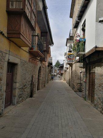 Molinaseca, España: Calle Real