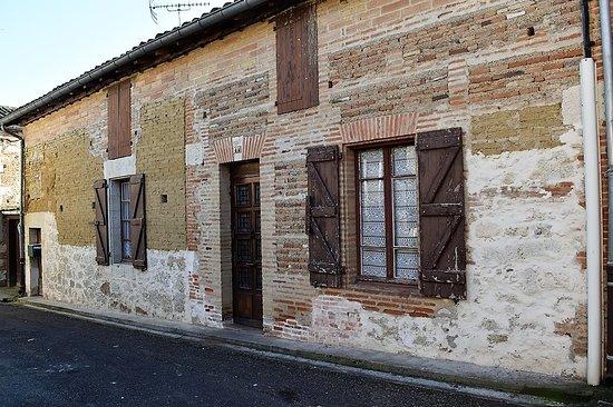 LABOURGADE-Tarn et Garonne(82) la DREB a visité le 14 mai 2018 . Toutes les photos et vidéo sur le village et son château sur la page du blog de la DREB http://dreb.eklablog.com/labourgarde-gallery180802