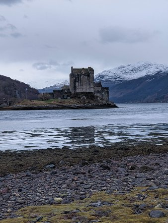 3-Day Isle of Skye and Scottish Highlands Small-Group Tour from Edinburgh: Eilean Donan Castle