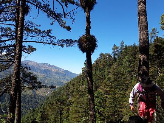 Todos Santos, Guatemala: Caminata en el sendero ecológico #La_Maceta, dentro del bosque húmedo, rocas gigantes, cataratas, pila natural con agua, sitios ceremoniales de la etnia maya mam, a 15 minutos del @hostal_checruz
