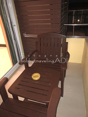 Teras atau Balkon Baron Beach Hotel Pattaya Thailand