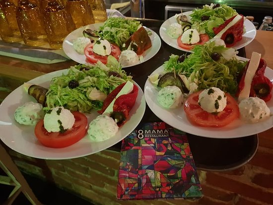Combo salad with tomato, grilled pepper,