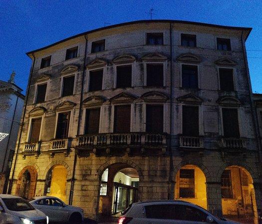 Lapide di Palazzo Revedin