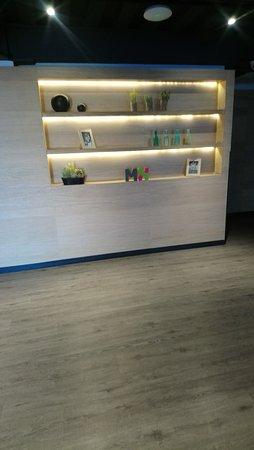 en todos los pisos hay esta sencilla pero singular decoración