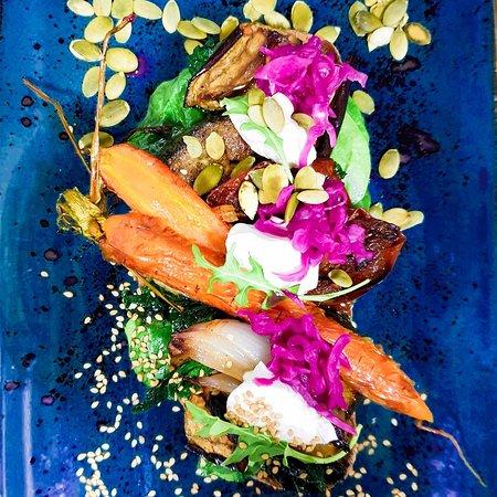 🍆🍅🥦🥕🥒 La verdura con amor entra. ••• Si las razones de que son saludables y ricas en nutrientes no consiguen convencerte, tal vezla idea de que las cocinamos con amor, para que al comerlas, te sienta amado🧡, te den una razón poderosa❣