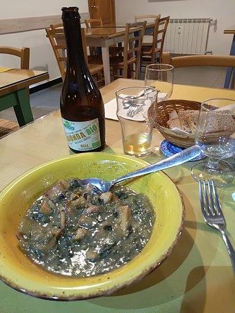 Buridda di seppie. Tenerissimo, gustose,abbondatti.Da bere birra artigianale del Trentino