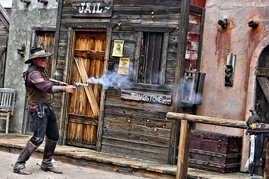 Skip the Line: World Famous Gunfight Show Ticket