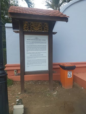 National Museum of Malaysia - Notice board at the entrance
