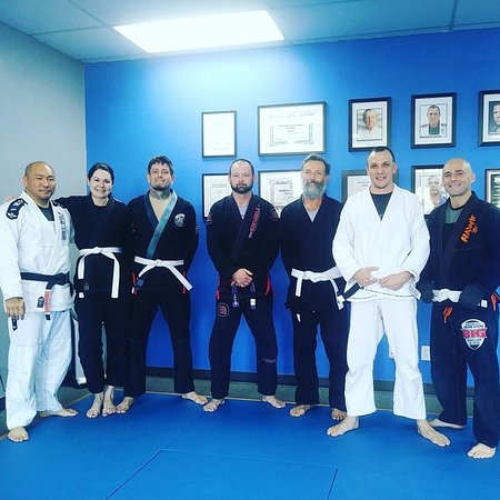 Another great morning class! Love seeing everyone progressing! #MorningWorkout #MorningRolls #EugeneMartialArts #Eugene #MartialArtEugene #MartialArts #BJJGirls #BJJEveryday #BrazilianJiuJitsu #GreyWolfBJJ #BabalusIronGym #BIGFamily